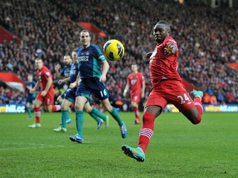 Emmanuel Mayuka goes close against Sunderland
