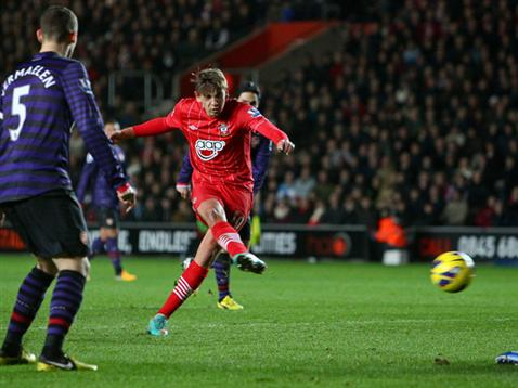 Gaston Ramirez fires Saints in front against Arsenal