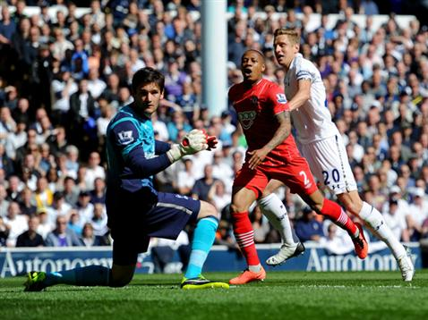 Nathaniel Clyne misses an early chance against Spurs