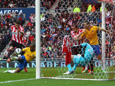 Jason Puncheon fires in the Saints equaliser at Sunderland