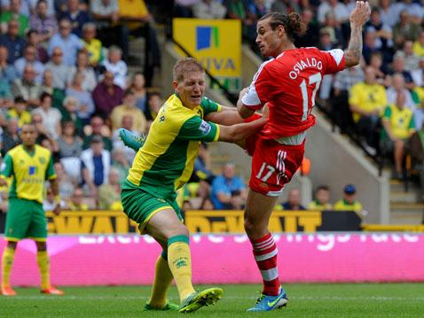 Dani Osvaldo tests Norwich keeper John Ruddy.