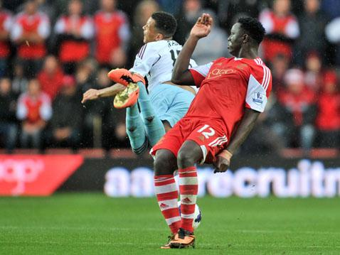 Victor Wanyama lets Ravel Morrison know he's here!