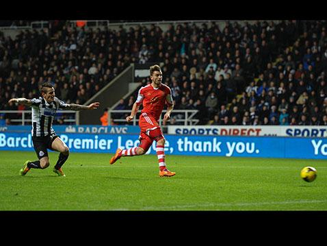 Jay Rodriguez fires in the Saints equaliser at Newcastle