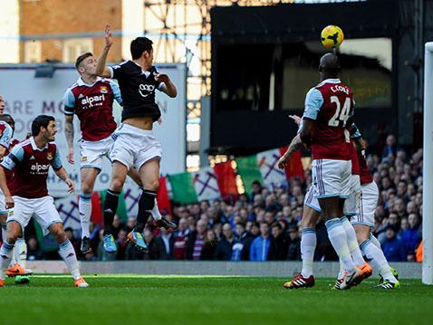 Maya Yoshida heads Saints in front at Upton Park